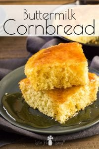 Looking for a delicious recipe for cornbread? Look no further! This super simple recipe will make your taste buds happy. #cornbread #recipeforcornbread #buttermilkcornbread